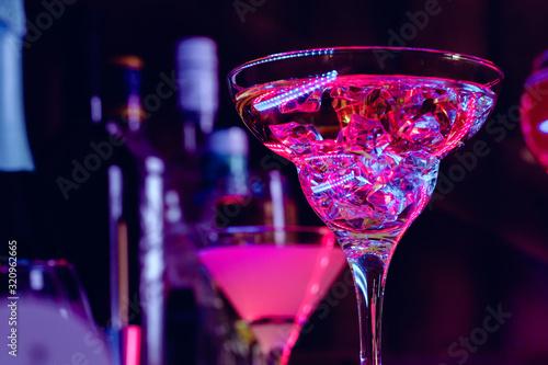 Obraz Cocktail drinks with ice in club lights - fototapety do salonu