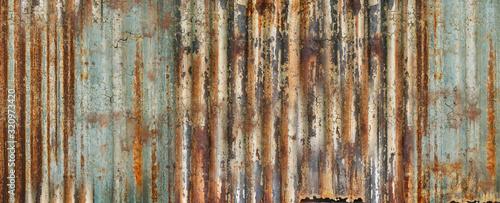 Fotomural une plaque rouillée et craquelée de tôle de métal ondulée