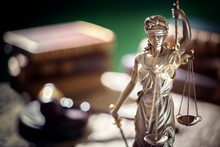 Legal And Law Concept Statue O...