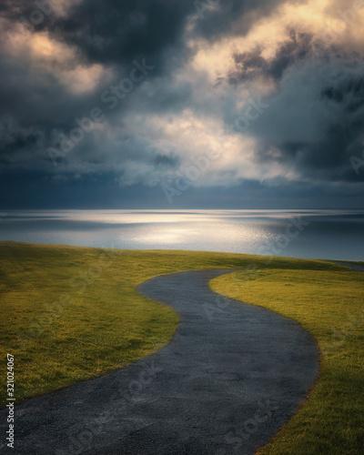 Foto twisty path near the sea