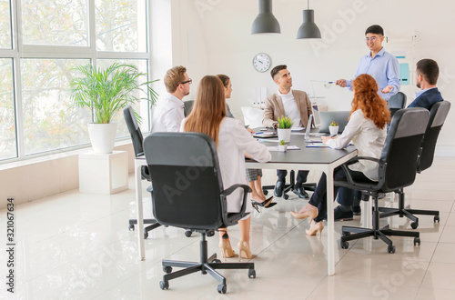 Fototapety, obrazy: Group of business people during meeting in office