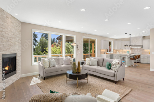 Photo Beautiful living room in new home with open concept floor plan