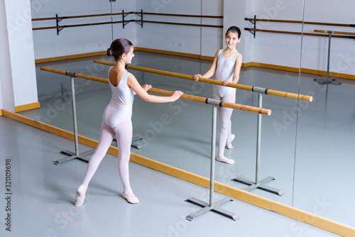 bailarina de ballet con  tutu blanco aislada con fondo blanco en barra Canvas Print