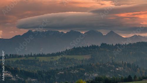 Obraz Spektakularny zachód słońca nad Tatrami  - fototapety do salonu