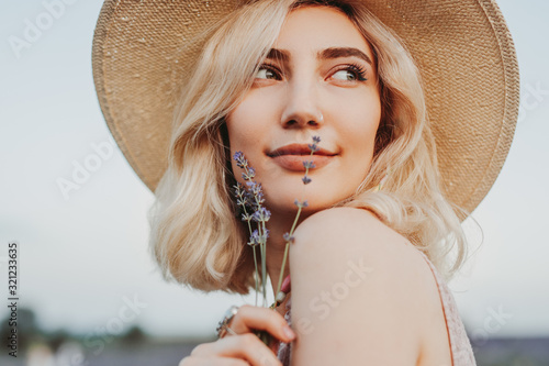 Fototapeta Dreamy woman with lavender flowers obraz