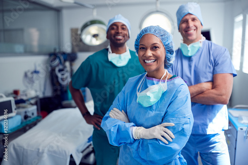 Fotografía Portrait Of Multi-Cultural Surgical Team Standing In Hospital Operating Theater