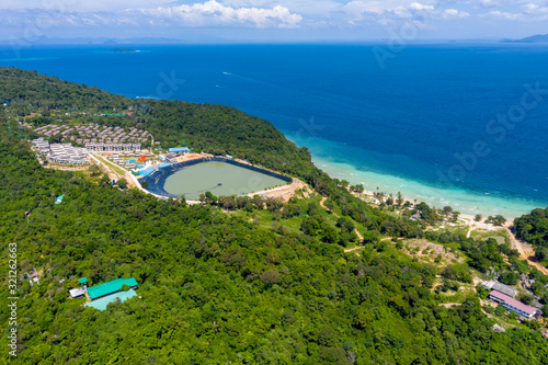 Photo Aerial drone photo of iconic tropical beach and resorts of Phi Phi island, Thail