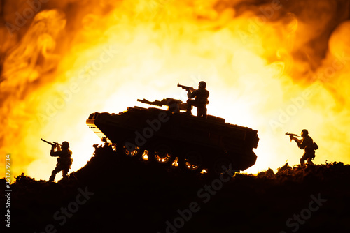 Fototapeta Battle scene of toy tank and soldiers with fire at background obraz