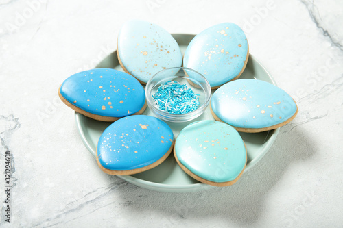 Carta da parati Easter cookies on concrete background
