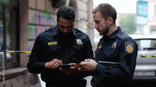 Police at raid Fotobehang