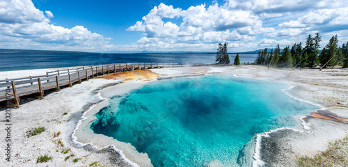 Obraz na plátně panoramic picture of blue water hot spring (black pool) in yellowstone national