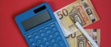 Calcolatrice E Banconote In Eu...