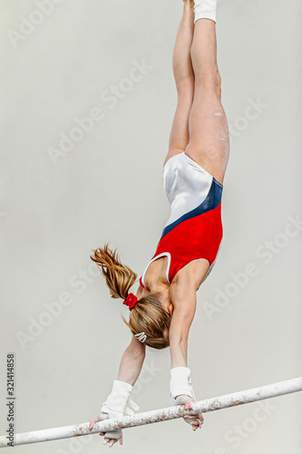 Cuadros en Lienzo uneven bars woman gymnast exercise in sport gymnastics