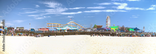 Leinwand Poster SANTA MONICA, CA - AUGUST 1, 2017: Panoramic view of city pier with tourists and