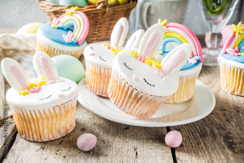 Cute homemade easter cupcakes фототапет