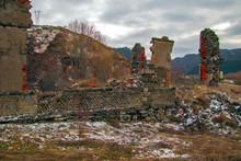Ruinas, Graffitis Y Otros