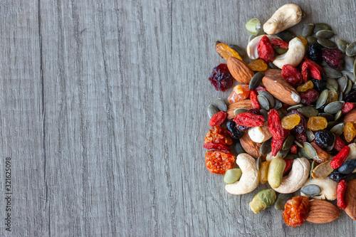 Graines et fruits secs sur fond de bois Poster Mural XXL