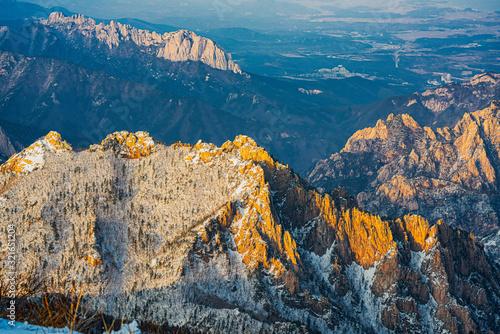 фотография Alpenglow on the craggy mountains of Seoraksan National Park