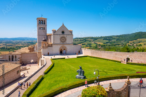 La Basilica di San Francesco ad Assisi, Umbria, Italia, in una soleggiata giorna Canvas Print