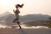 Photo Side View Asia Young Woman Runner Running On Asphalt Road At Riverside