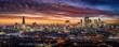 canvas print picture - Weites Panorama der beleuchteten Skyline von London am Abend mit den Wolkenkratzern der City und zahlreichen Touristen Attraktionen, Großbritannien