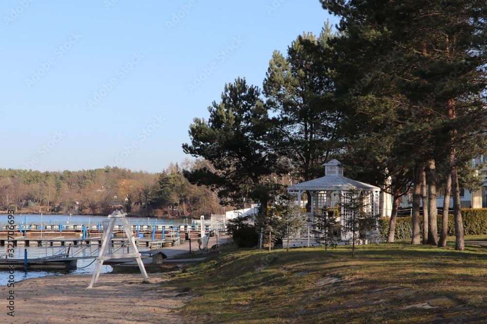 Fototapeta Jezioro Zegrzyńskie, zima, pusty port - obraz na płótnie
