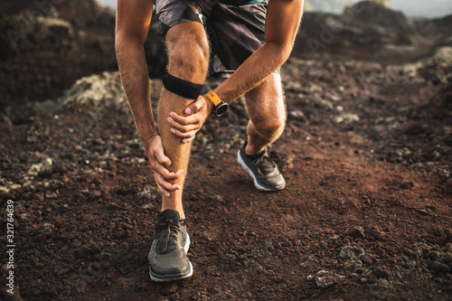 Photo Runner using Knee support bandage and have a problem with leg injury on running