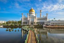 Omar Ali Saifuddien Mosque In ...