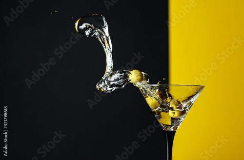 Cuadros en Lienzo Martini with green olives splash.