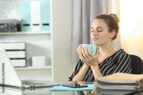 Fototapeta Entrepreneur resting drinking coffee at homeoffice obraz