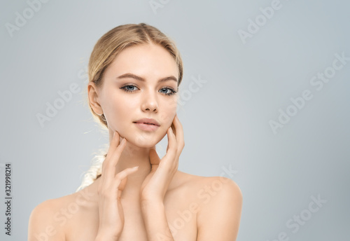 Obraz Portrait of young woman - fototapety do salonu