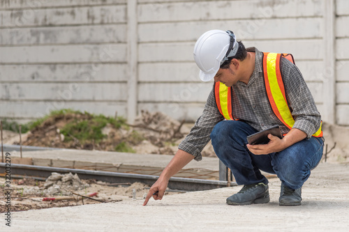 Fototapety, obrazy: Man construction engineer at construction site