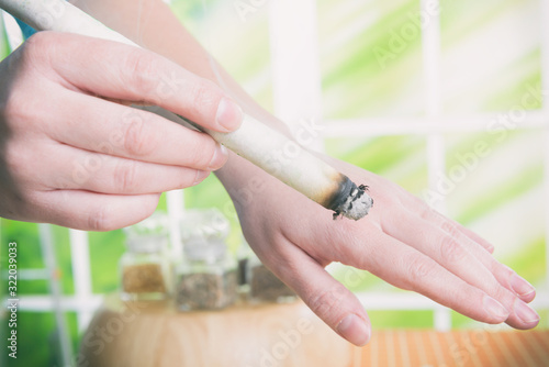 Hand with professional moxa sticks Canvas-taulu