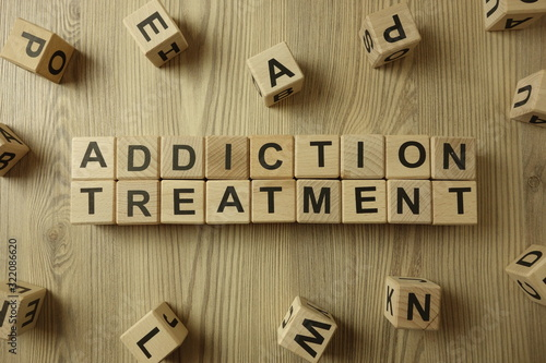 Fotomural Text addiction treatment from wooden blocks