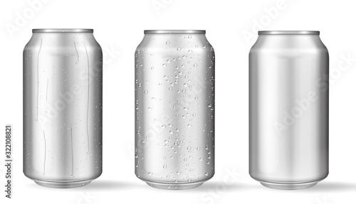 Fotografía Realistic aluminum cans with water drops. Vector
