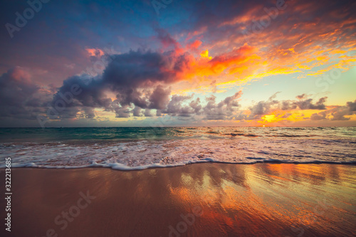 Fototapeta Beach sunrise over the tropical sea obraz