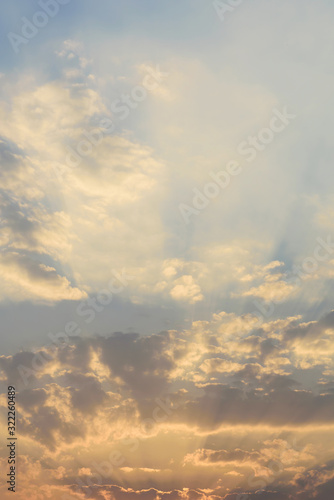 piekne-waniliowe-niebo-i-chmury