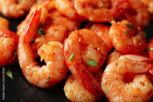 Delicious cooked shrimps on plate, close up Fototapet