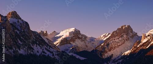 Obraz Sonnenaufgang Schweiz Berge - fototapety do salonu