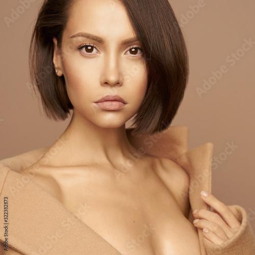 Papel de parede Fashion beautiful lady in beige coat