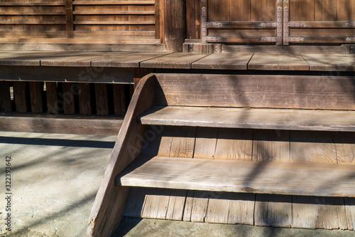 Photo 寺社の木の扉と木の階段