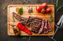 Grilled Tomahawk Meat Medium R...