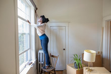 Woman Moving Into New Apartmen...