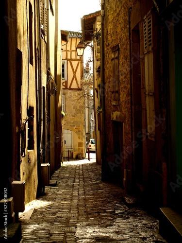 Vertical shot of a quiet alleyway