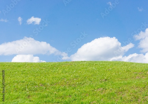 Fototapeta Low angle shot of the top of a hill with grassy field obraz