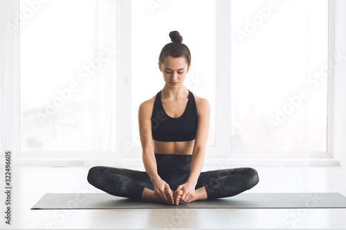 Fotomural Woman sitting in butterfly position with bare feet