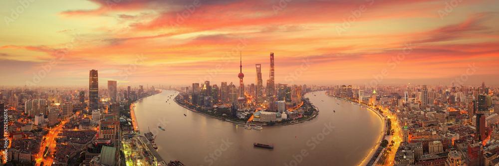 Fototapeta Twilight shot with the Shanghai skyline and the Huangpu river