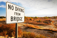 A No Diving Sign Next To The Dried Up River Bed Of The Kern River In Bakersfield, California, USA. Following An Unprecedented Four Year Long Drought, Bakersfield Is Now The Driest City In The