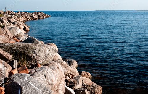 Obraz na plátne coast of Ladoga on a Sunny day, skyline and blue sky and water