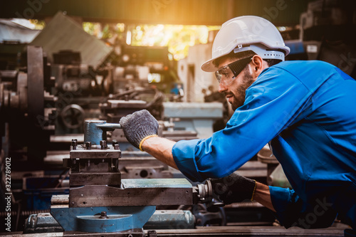 Cuadros en Lienzo The Industry engineering wearing safety uniform control operating lathe grinding machine working in industry factory